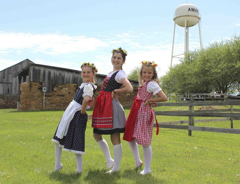 Maifest girls in Amana
